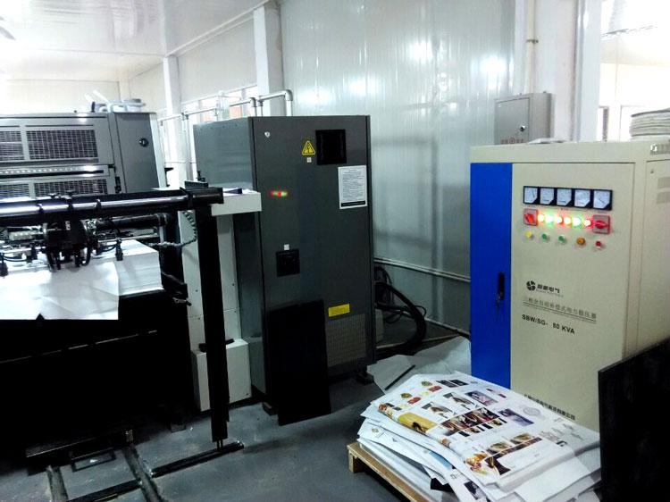 大功率补偿式稳压电源SBW/SG-100KVA应用于 LITHRONE印刷机和Heidelberg印刷机 上海小靖印务有限公司于年初采购四台大功率补偿式稳压电源 SBW-100KVA,用于LITHRONE-LS-644印刷生产线和Heidelberg印刷生产线